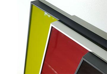 Кухонные фасады в алюминиевой рамке со стеклом